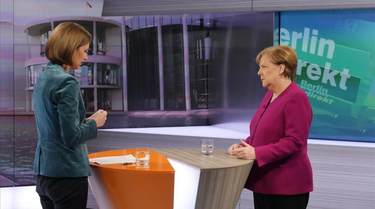 La cancillera Merkel en la entrevista con la periodistaBettina Schausten en la ZDF.