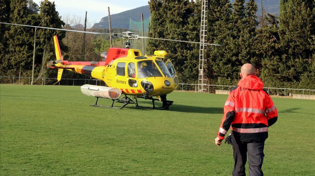 El helicóptero de los Bomberos que ha participado en las tareas de búsqueda de la mujer desaparecida en Montagut.
