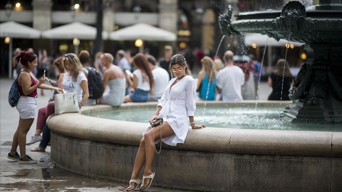 La plaça Reial renta la seva imatge per reconquerir els barcelonins