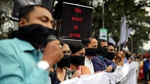 Protesta a Bangla Desh contra una llei que restringeix la llibertat de premsa