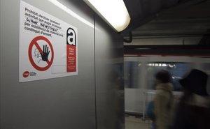 La plantilla del metro de Barcelona atribueix a l'amiant la mort d'un treballador jubilat