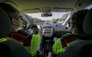 La fiscalia demana dades a les policies per actuar contra les 'apps' que avisen de controls policials