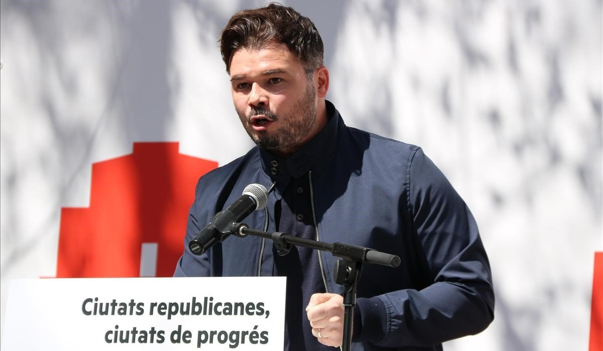 "Rufián arremet contra la ""pseudohistòria"" independentista"