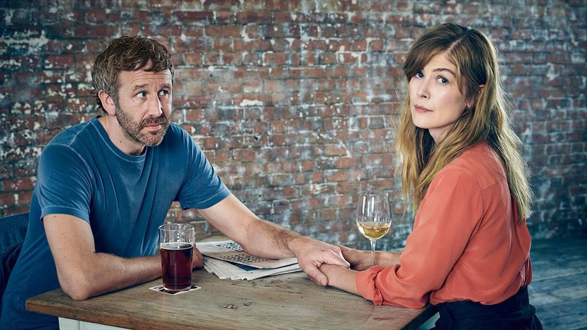 Chris O'Dowd y Rosamund Pike, en la serie 'State of the union'.