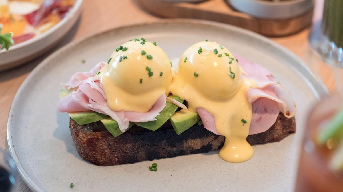 Lo dulce y lo salado, lo habitual del 'breakfast' y lo propio del 'lunch' se conjugan en el 'brunch', una comida cada vez más de moda.