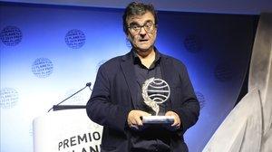 Javier Cercas, con el Premio Planeta.