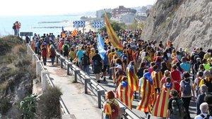 La Marxa de la Llibertat que salió el miércoles desde Girona, esta tarde a su paso por Arenys de Mar.