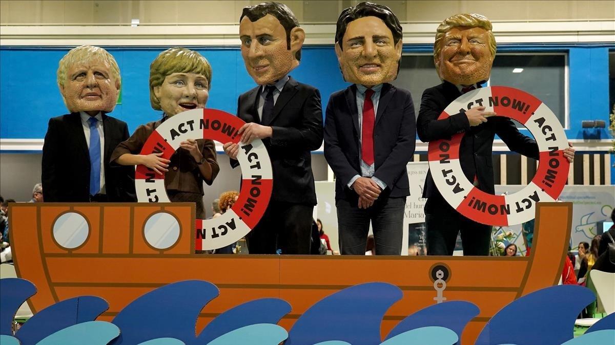 Acto de protesta de Greenpeace en la cumbre del clima de Madrid, este martes.