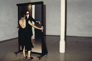'La gallinita ciega', de Tere Recarens, incluida en 'Acción. Una historia provisional de los 90'.