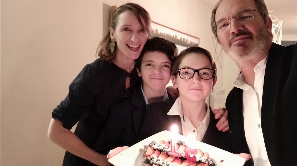 Bruno y Marieta con sus hijos, Ivo (izquierda)y Tomás.