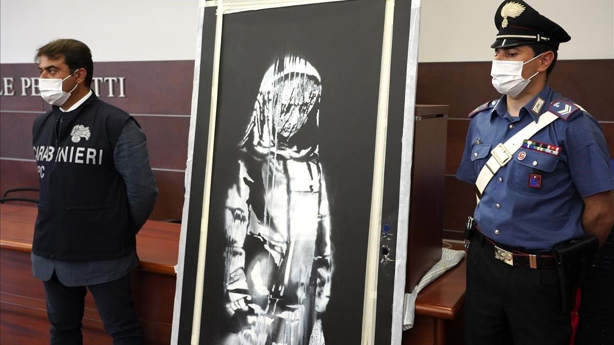 El mural de Banksy robat de la sala Bataclan, trobat a Itàlia