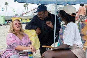 Jordan Peele, dirigiendo a Elisabeth Moss y Lupita Nyongo.