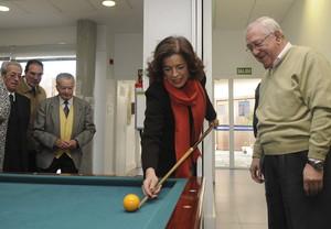 Ana Botella va fer les polèmiques declaracions sobre Burgos durant la seva visita al centre municipal de gent gran Pío Baroja, a Madrid, ahir.