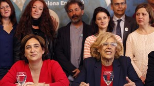 Ada Colau y Manuela Carmena, este miércoles, en Madrid.