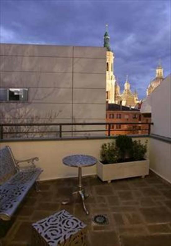 Zaragoza 8Una terraza del Hotel San Valero.
