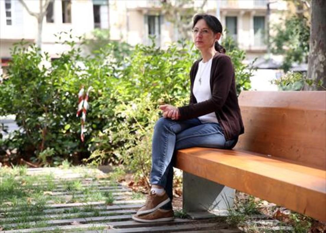 <b>EN EL EIXAMPLE.</b> <br/>Cecilia Borrás, presidenta de <i>Después del suicidio, asociación de Supervivientes</i>, en Barcelona.