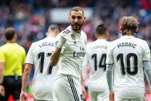 Benzema celebra uno de sus goles ante el Athletic.