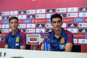 Gerard Moreno (d) junto a Pau Torres este miércoles en rueda de prensa con la selección.