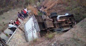 Algunas de las víctimas quedaron atrapadas debajo de camión.