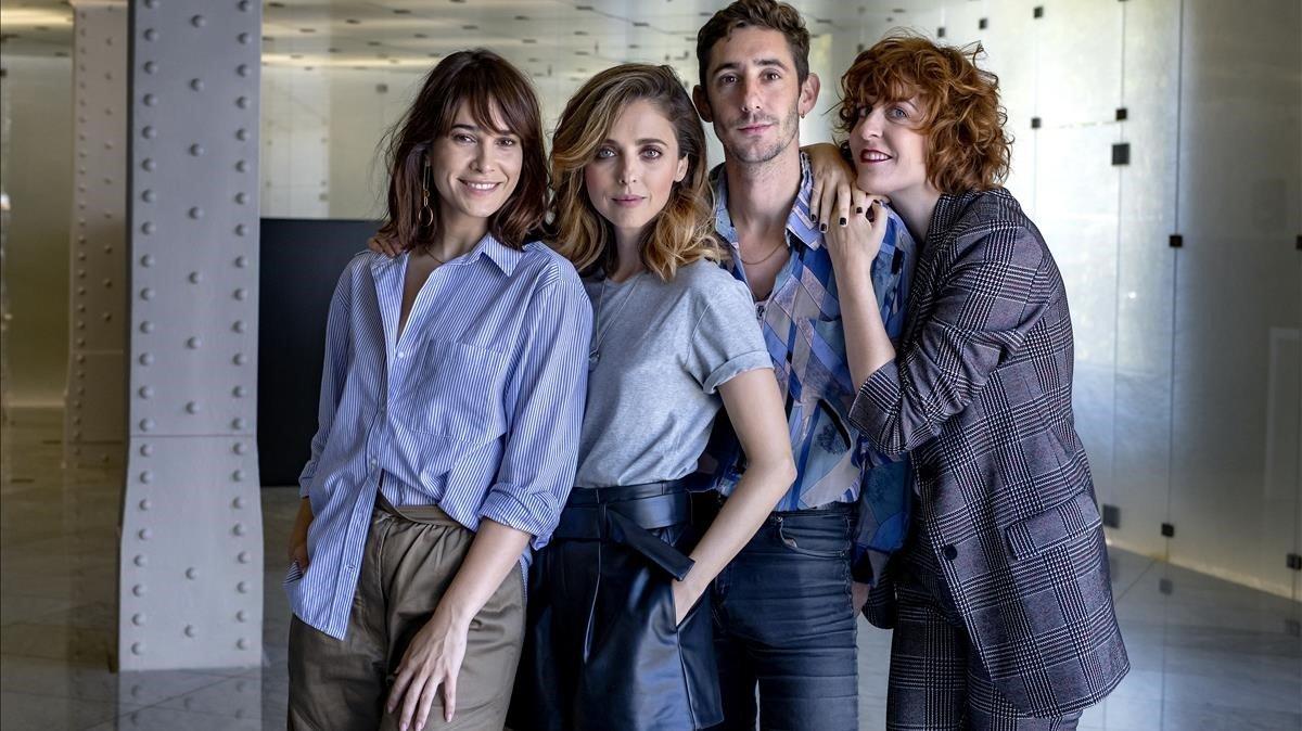 Celia Freijero, Leticia Dolera, Enric Auquer y Aixa Villagrán, actores de la serie 'Vida perfecta', de Movistar+.