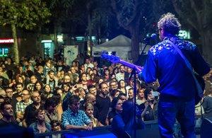 Actuación de Deltonos en el Festival Altaveu de Sant Boi de Llobregat.