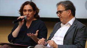 Ada Colau y Joan Subirats, número dos de la lista de Barcelona en Comú para las municipales.