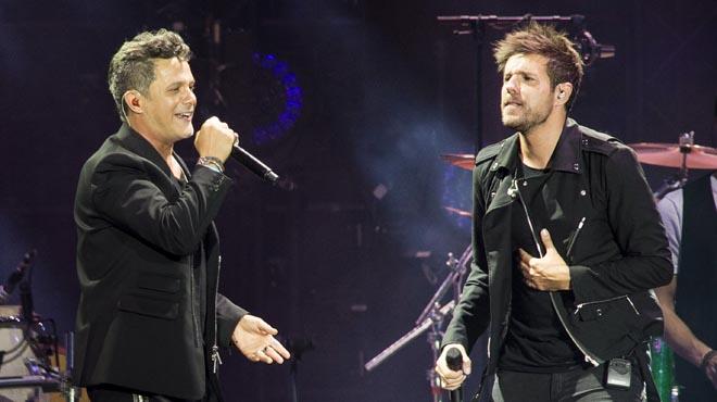 La plana mayor del pop en español ha hincado hoy rodilla y voz ante uno de sus pilares incontestables, Alejandro Sanz.