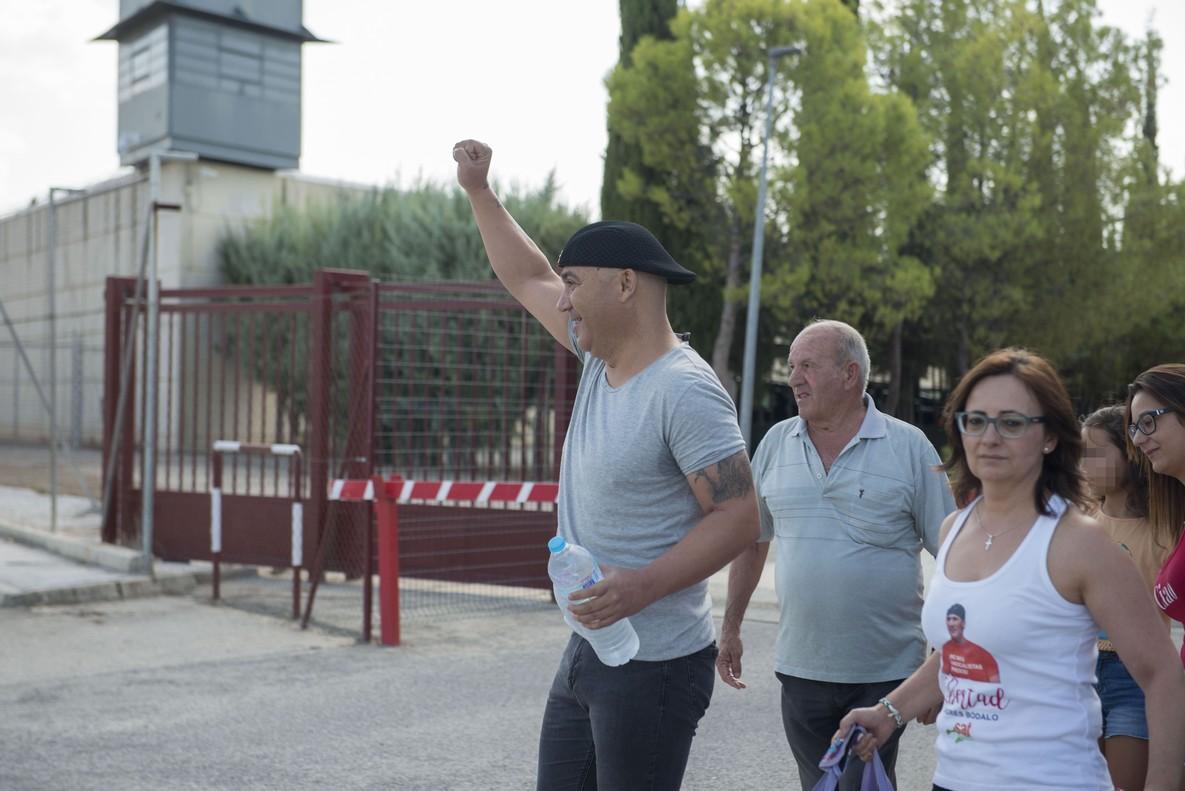 Andrés Bodalo, acompañado de sus familiares a la salida de lacárcel Jaen II para disfrutar de seis dias de permiso.