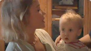 Angela Dobrowolski, con la hija que tiene en común con Josep Maria Mainat, en un fotograma del programa 'El convidat', de TV-3.
