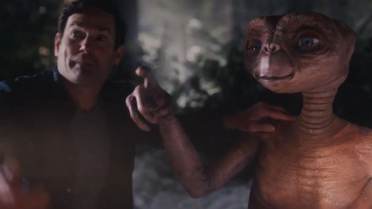 Anuncio navideño de Xfinity con ET y Elliot como protagonistas.