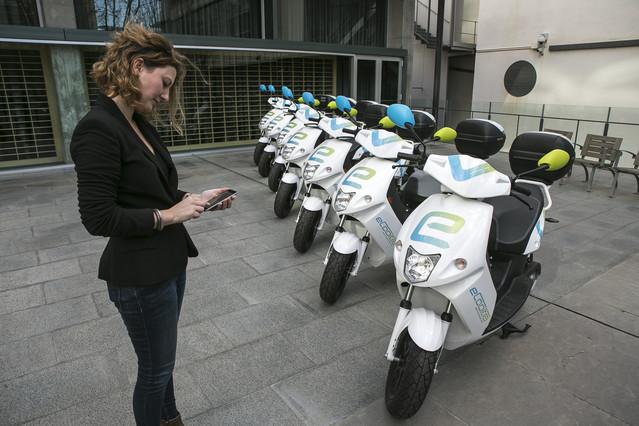 Presentación del servicio del Bicing de motos eléctricas en Barcelona.