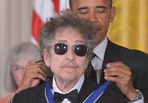 Dylan recibe la Medalla Presidencial ala Libertad, en Mayo del 2012