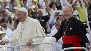 El CardenalOrtega (derecha) durante la visita que realizó el papa Francisco a Cuba.