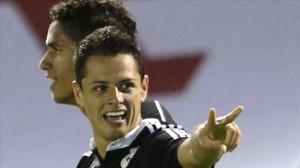 Chicharito celebra su segundo gol en Vigo.