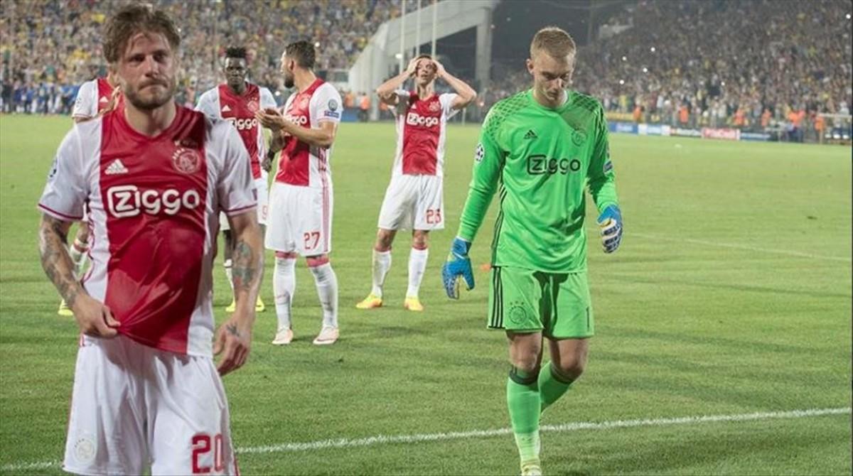 Cillessen se marcha abatido tras caer eliminado con el Ajax.