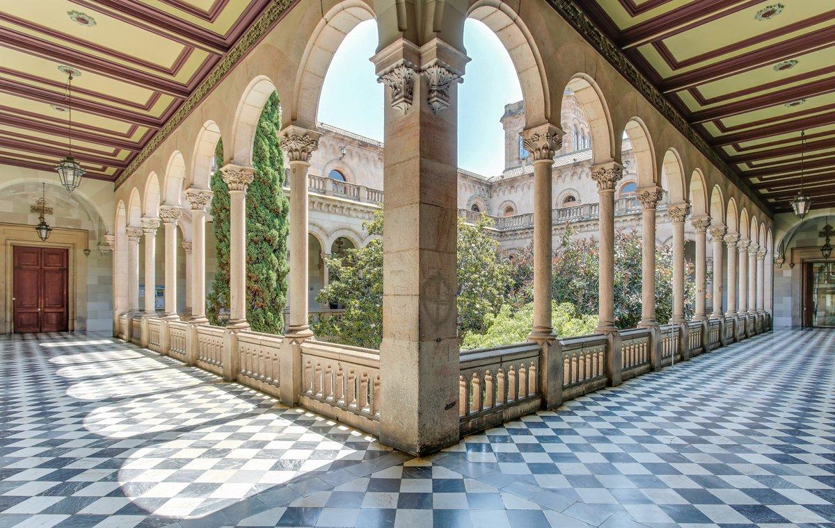Claustro del Edificio Histórico de la UB.