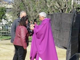 El cura Villanueva, durante la misa en Rubí.