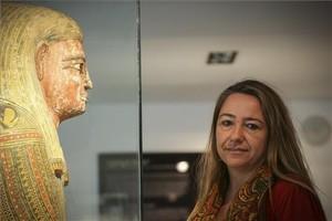 La egiptóloga sevillanaMyriam Seco, durante una visita a Barcelona, en el Museu Egipci.