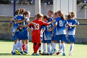 El equipo alevín femenino del Espanyol que juega en categoría masculina.