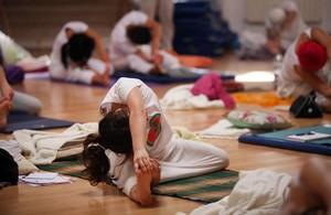Agama, que en los años se convirtió en una de las escuelas de yoga tántrico más grandes del mundo.