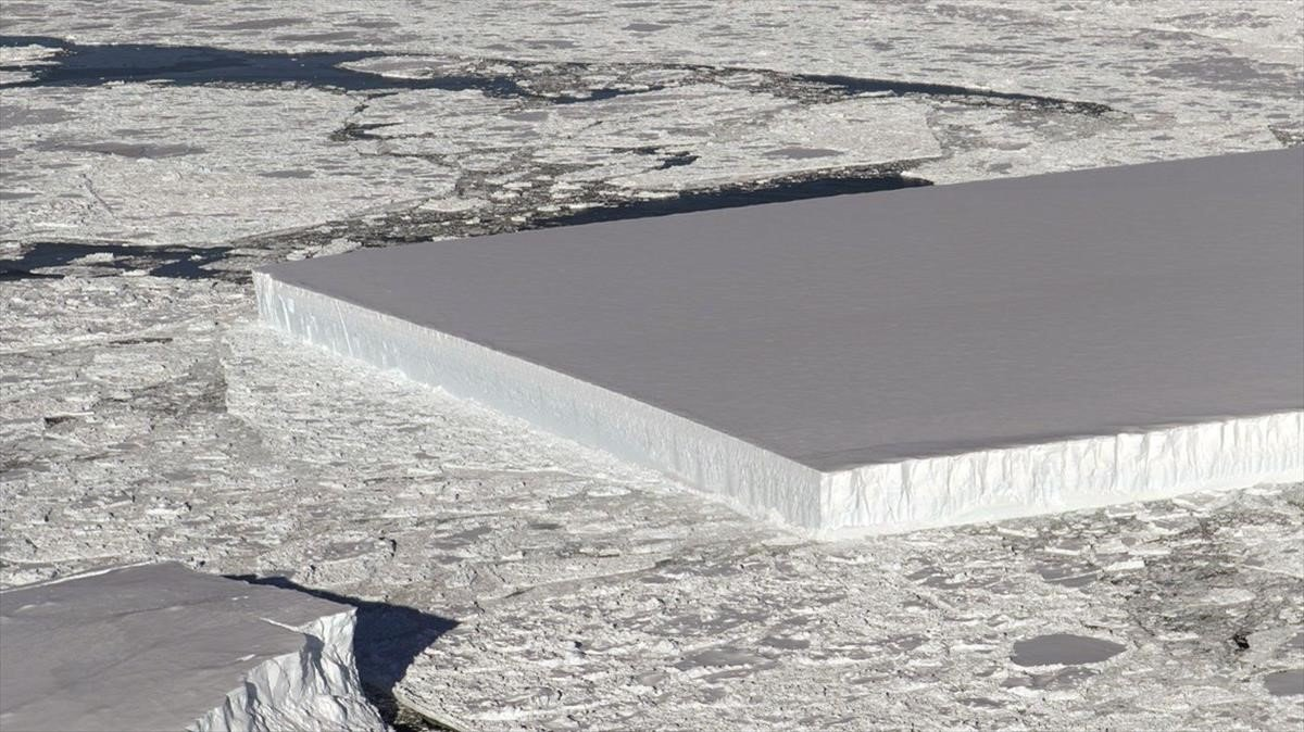 La NASA troba un iceberg en forma de rectangle perfecte