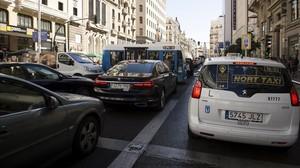 Atasco en la Gran Vía de Madrid.