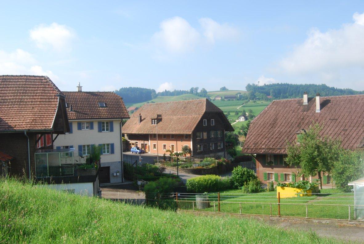 Casas del pueblo suizo deGrossdietwil.