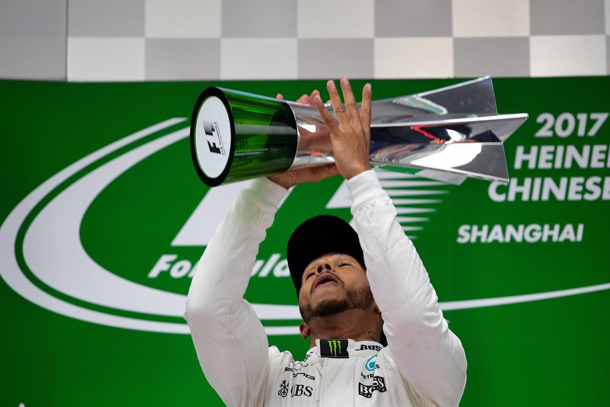 Hamilton le devuelve la victoria a Vettel en China