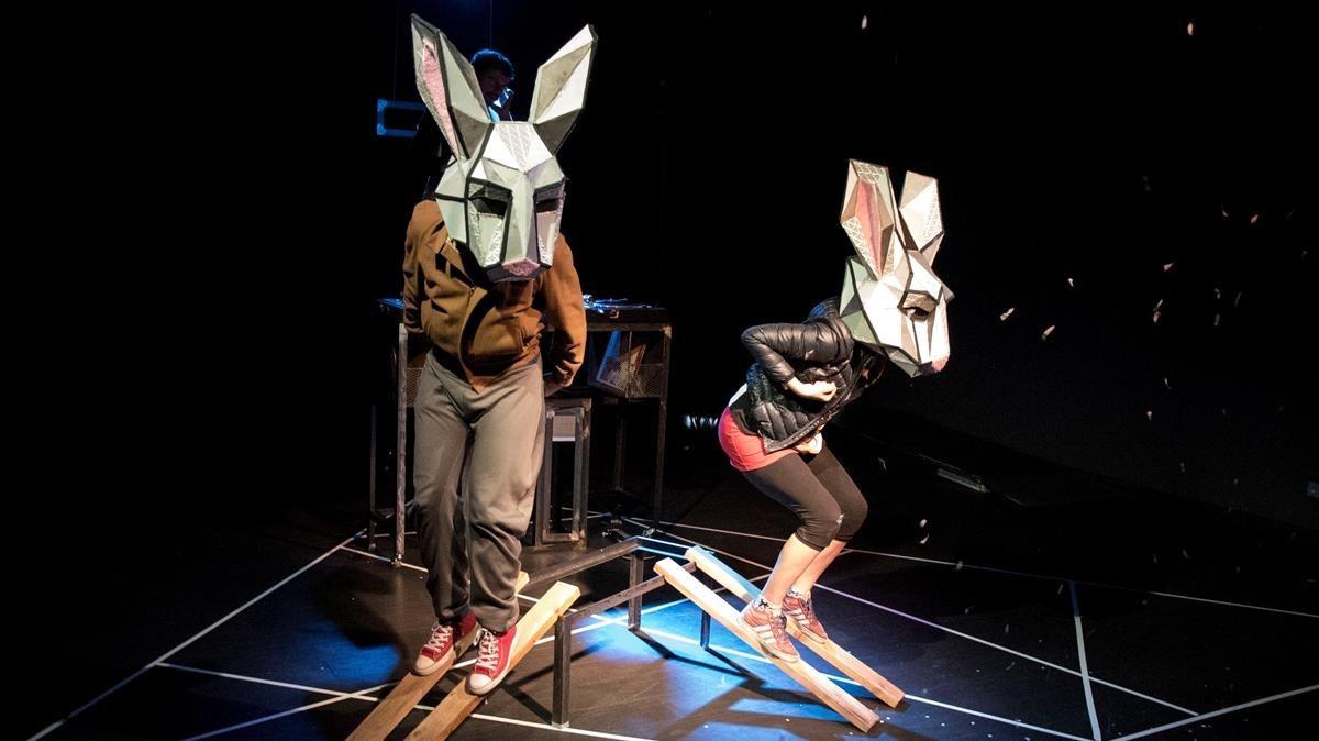 Una escena de Fuga de conills, una obra de Martina Cabanas.