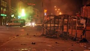 Incidentes en Ettadhamen, en las afueras de Túnez, en la noche del lunes.