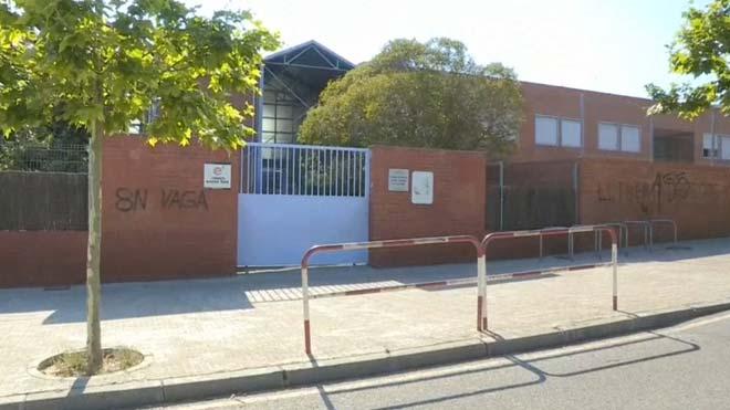 El instituto Font de l'Alba, de Terrassa, donde una alumna acusa a su profesora de agredirla por pintar una bandera de España.