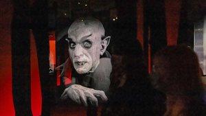 Aspecto de la exposición 'Vampiros. La evolución del mito', en CaixaForum.