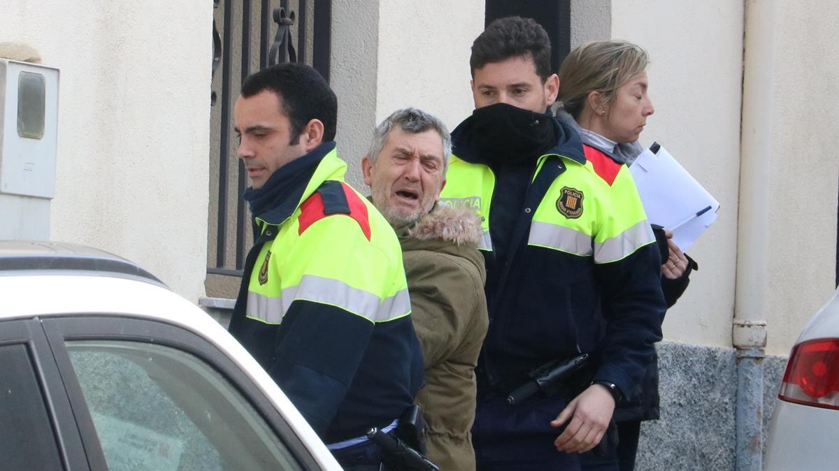 Jordi Magentí niega a gritos ante la prensa estar involucrado en el doble homicidio.