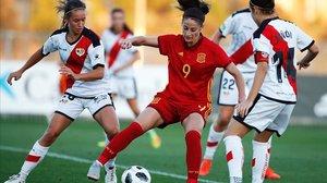 La jugadora Ester González en un partido contra el Rayo Vallecano.